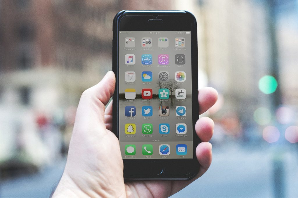 Using social media? Be aware of tax scams!